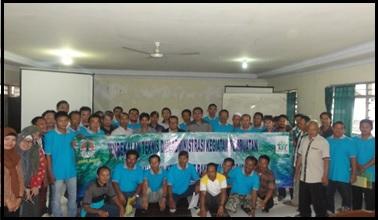 Foto bersama para peserta dengan narasumber dan panitia