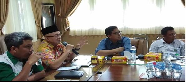 Presentasi oleh Dr.Ryad Areshman Chairil (Konsultan Kemenristek, Jakarta) di Ruang Rapat BPDASHL Barito